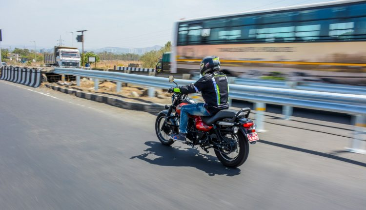 2019-bajaj-avenger-160-bs4-review-5