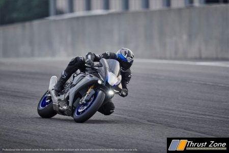 2020 Yamaha R1 (1)