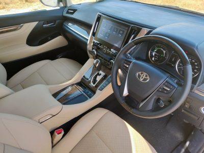 Toyota-VellFire-India-Lauch (2)