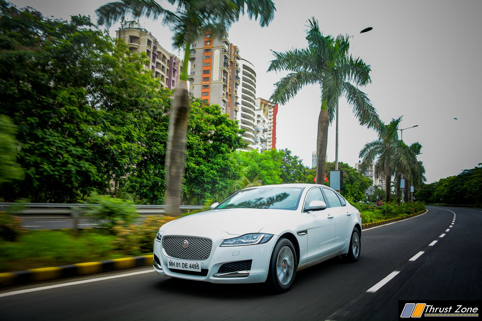 2019-Jaguar-XF-Petrol-prestige-review-15