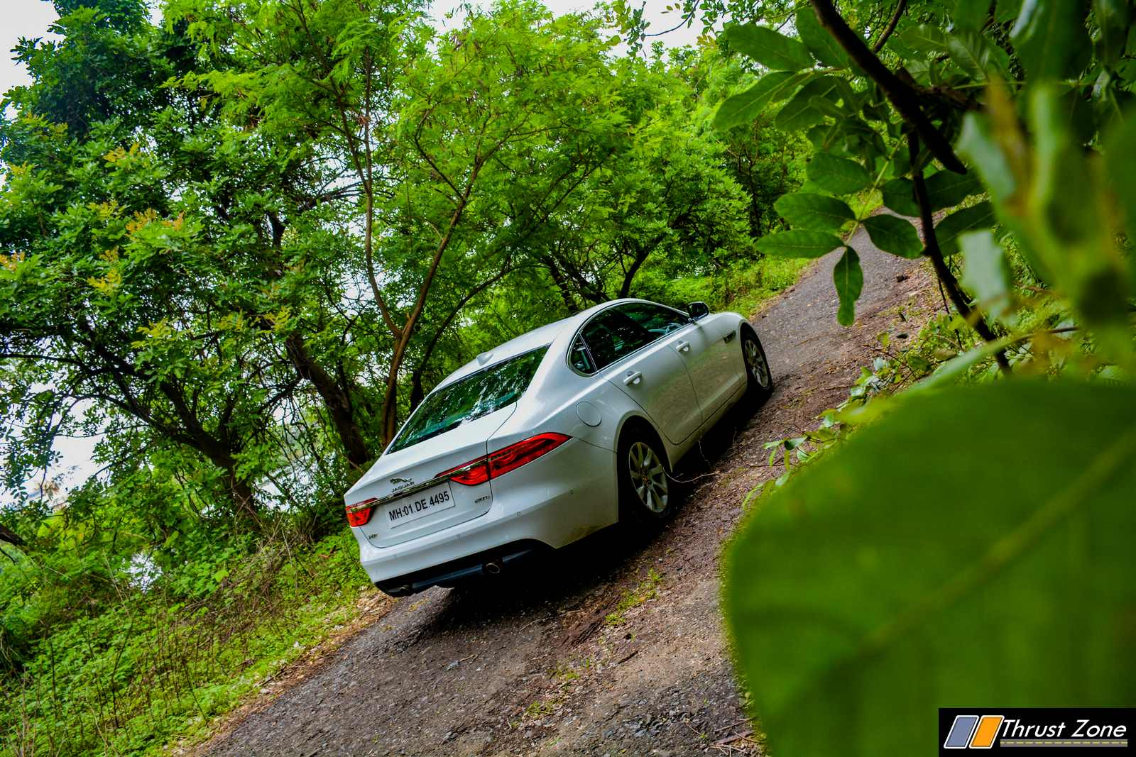 2019-Jaguar-XF-Petrol-prestige-review-4