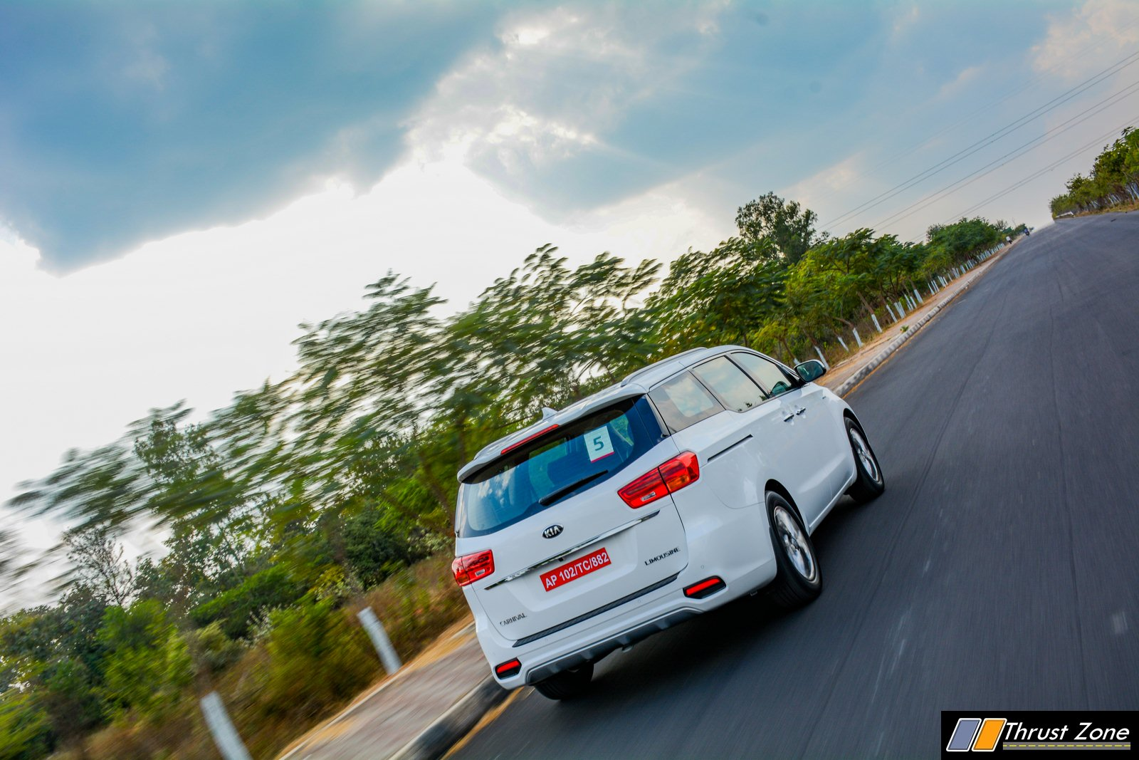 2020-Kia-Carnival-India-Diesel-Review-5
