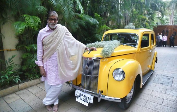 Amitabh Bachan Gets Gifted A Ford Perfect (3)