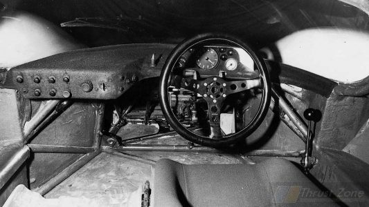 Porsche's Simple steering wheel (2)