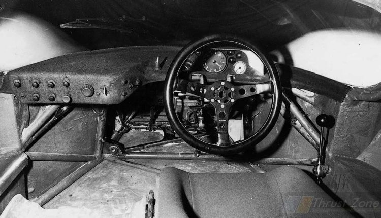 Porsche's Simple steering wheel (2)