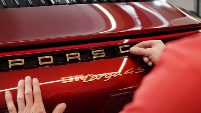 Gold coloured logos- a distinguishing feature of all Heritage Design models