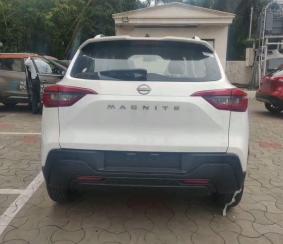 Nissan-magnite-base-variant (1)