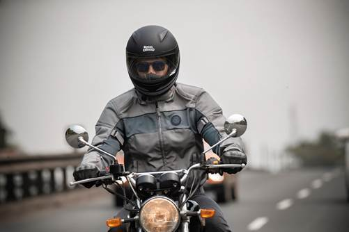 Royal Enfield and Knox For CE Certified Riding Gear (3)