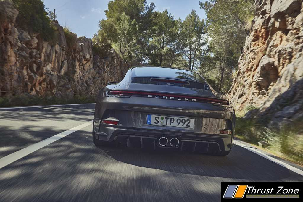2021 Porsche 911 GT3 with Touring Package Revealed (2)