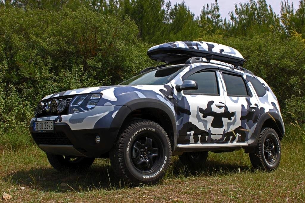 renault duster customized inside out and is painted with. Black Bedroom Furniture Sets. Home Design Ideas