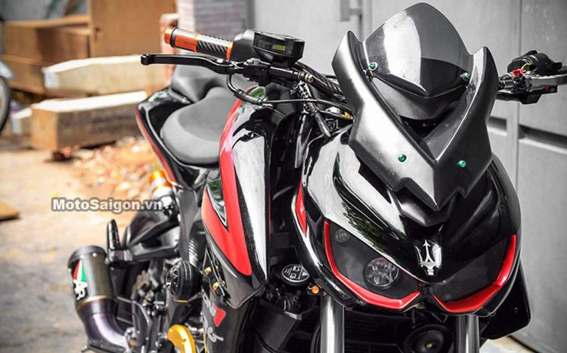 Modified Pulsar 200 NS Looks Gothic, (Thanks To Z1000) Engine Bored to a 350cc!