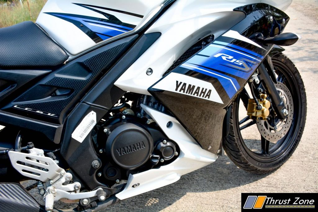 2016-yamaha-r15s-india-review-12
