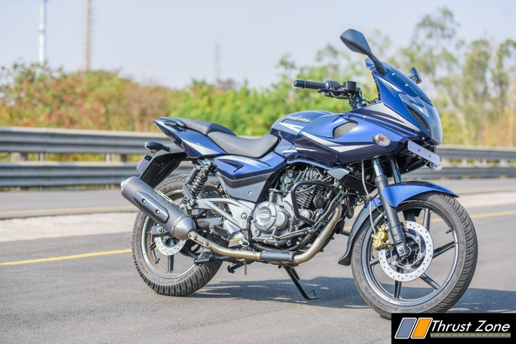 2017-bajaj-pulsar-220-bsiv-review-11