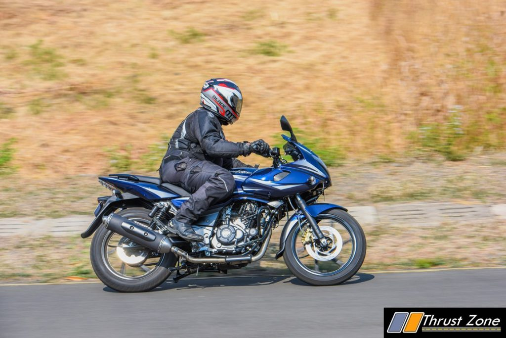 2017-bajaj-pulsar-220-bsiv-review-2