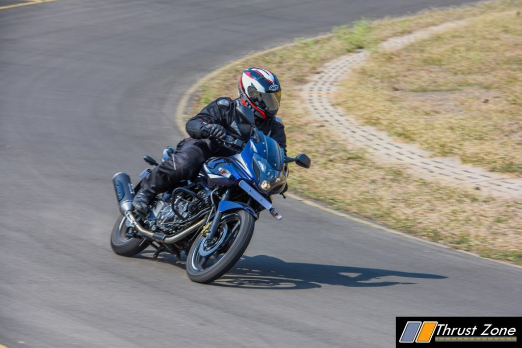 2017-bajaj-pulsar-220-bsiv-review-3