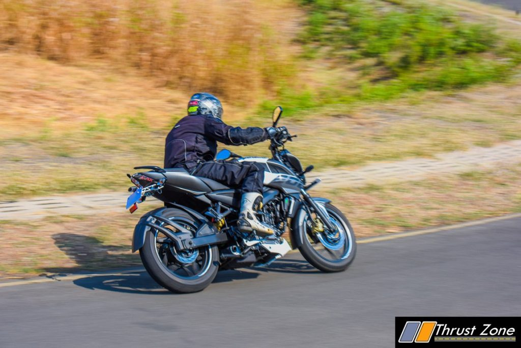 2017-bajaj-pulsar-ns-200-bsiv-review-11