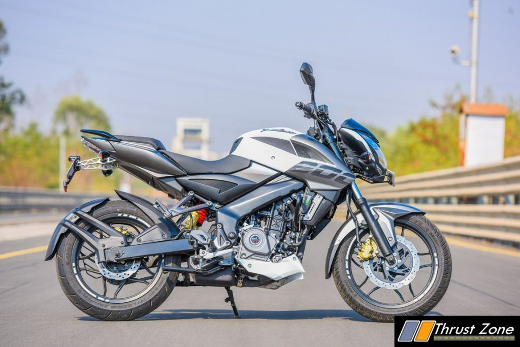 2017-bajaj-pulsar-ns-200-bsiv-review-13