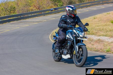 2017-bajaj-pulsar-ns-200-bsiv-review-4