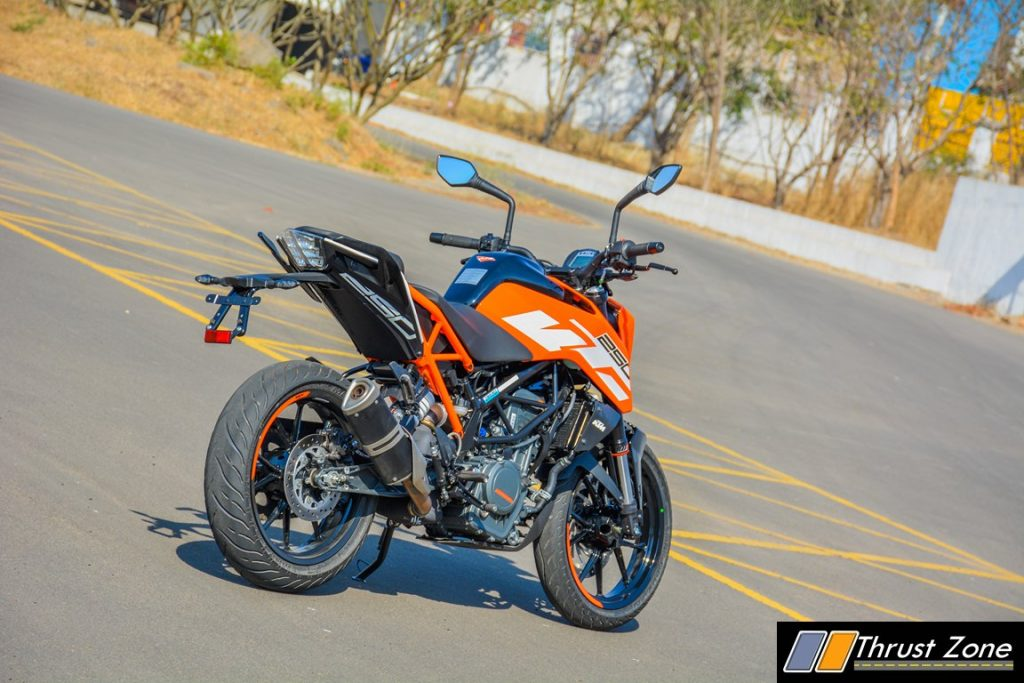 2017-ktm-duke-250-review-bsiv-17