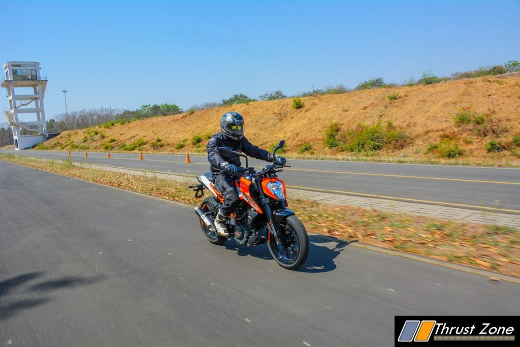 2017-ktm-duke-250-review-bsiv-34