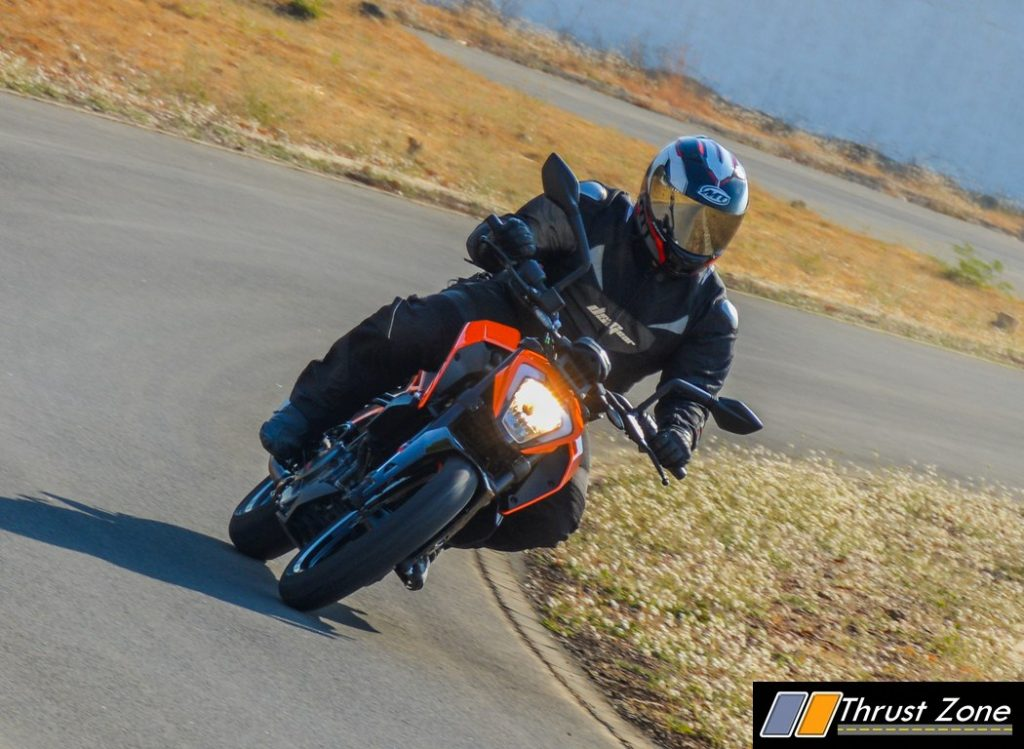 2017-ktm-duke-250-review-bsiv-6