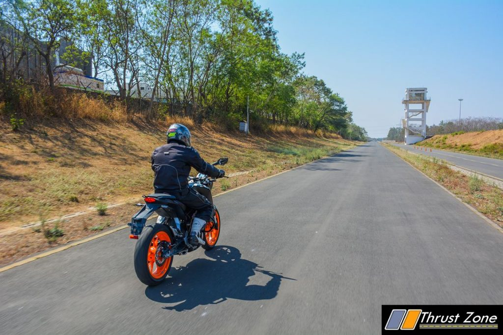 2017-ktm-duke-200-review-bsiv-27