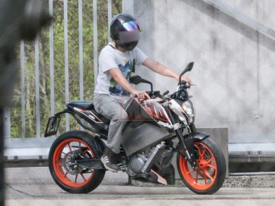 ktm-duke-390-electric-bike-spied-uk-2