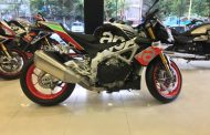 2017 Aprilia Tuono 1100 Factory SuperPole Graphics Spied In India - Kneel Before The King